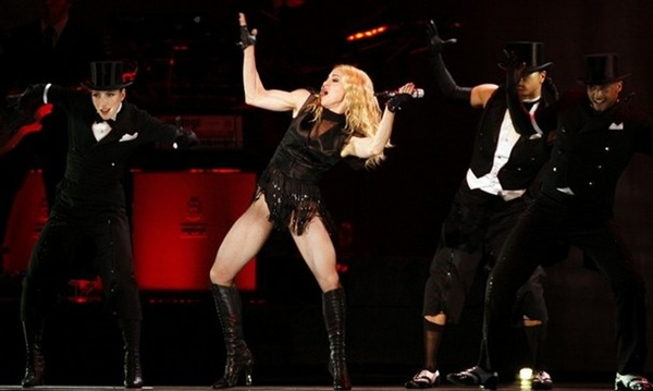 madonna_sticky_sweet_tour06.jpg