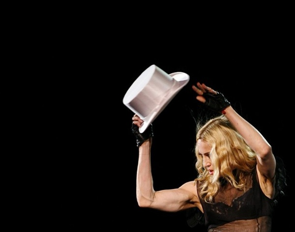 madonna_sticky_sweet_tour07.jpg