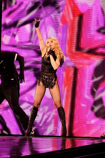 madonna_sticky_sweet_tour09.jpg