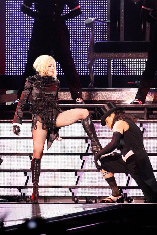 madonna_sticky_sweet_tour24.jpg
