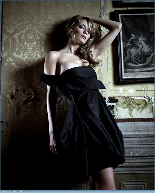 mischa_barton_fhm_collections03.jpg