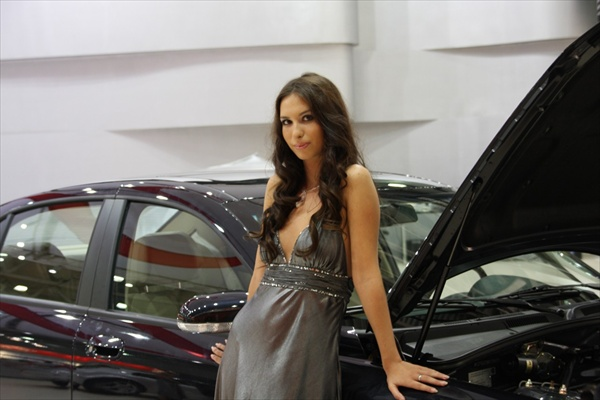 moscow_auto_salon_girls03.jpg
