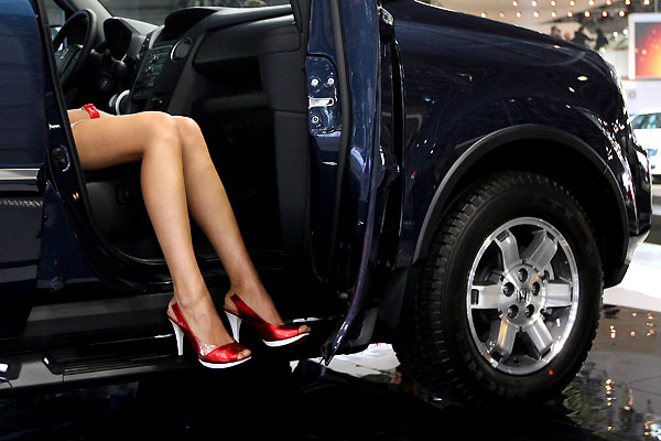 moscow_motor_salon_girls3.jpg