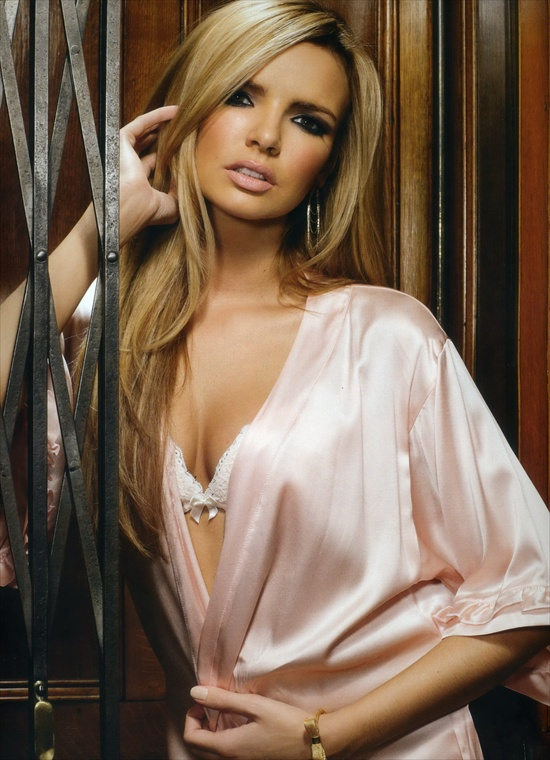 girls_aloud_official_calendar2009_09.jpg