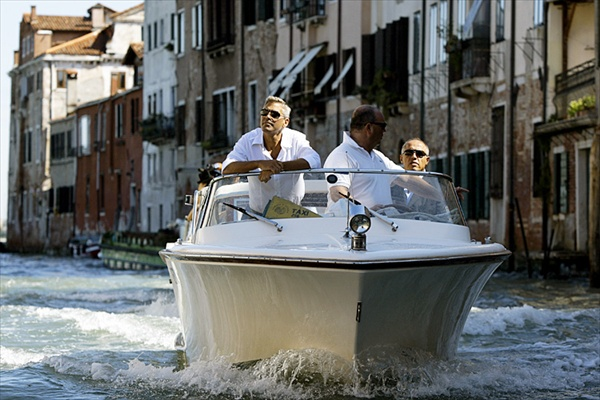 venice_film_festival_george_clooney_on_boat.jpg