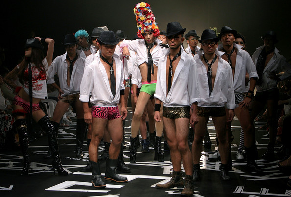 japan_fashion_week_guts_dynamite_cabarets01.jpg