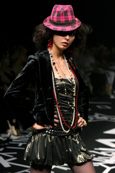 japan_fashion_week_guts_dynamite_cabarets02.jpg