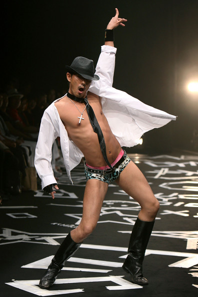 japan_fashion_week_guts_dynamite_cabarets04.jpg