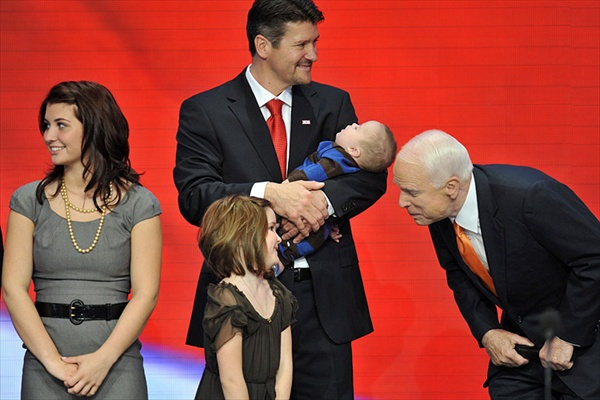 republican_national_convention_john_mccain_with_palin_family.jpg