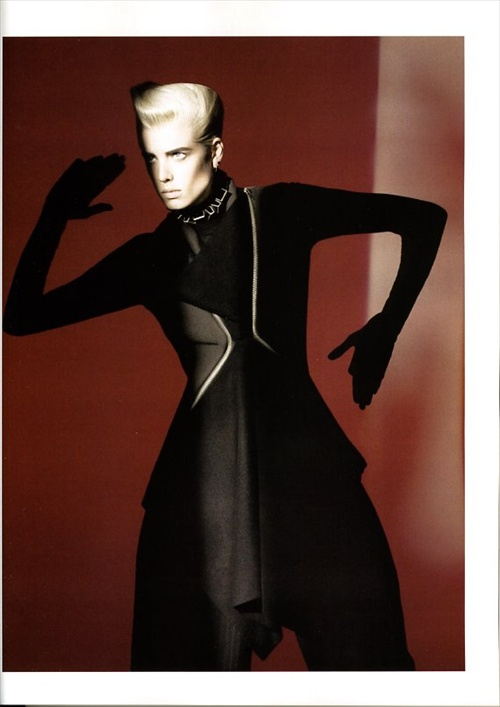 vogue_paris_september2008_agyness_deyn02.jpg