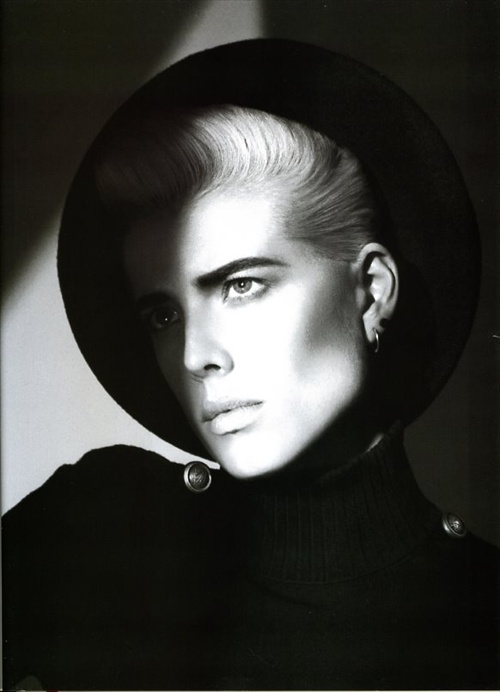 vogue_paris_september2008_agyness_deyn05.jpg