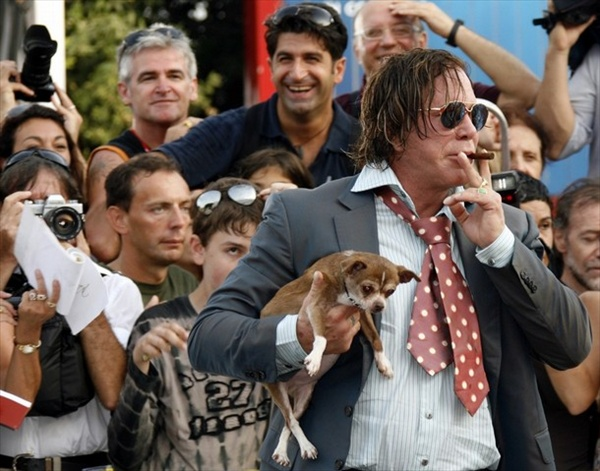 65th_venice_film_festival_mickey_rourke_with_dog_loki.jpg