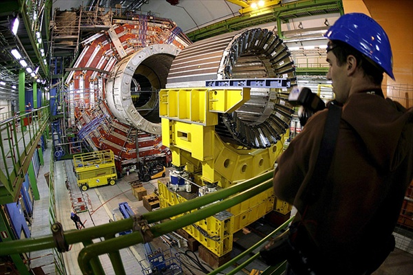 large_hadron_colliders04.jpg