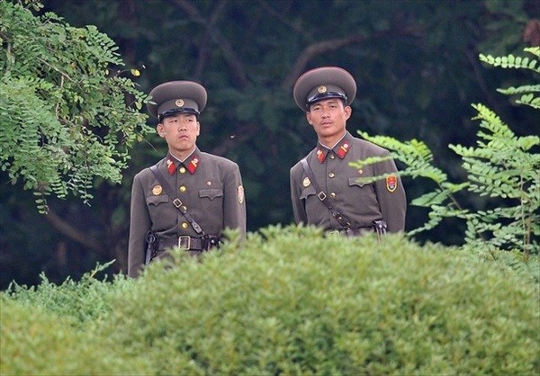 north_korean_soldiers.jpg