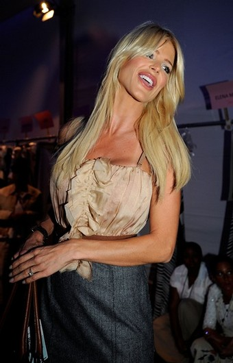 backstage_ny_fashion_week_victoria_silvstedt.jpg