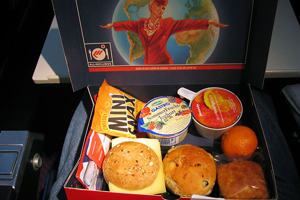 airline_food_martin_air_economy_orlando_amsterdam.jpg