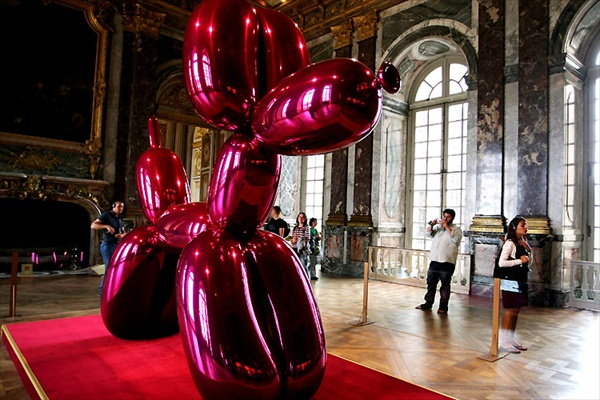 jeff_koons_versailles04_balloon_dog.jpg