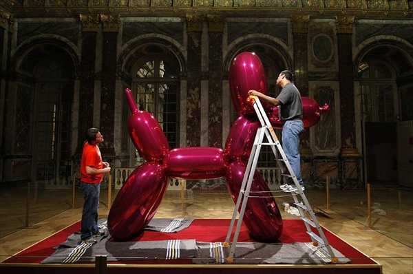 jeff_koons_versailles04_balloon_dog2.jpg