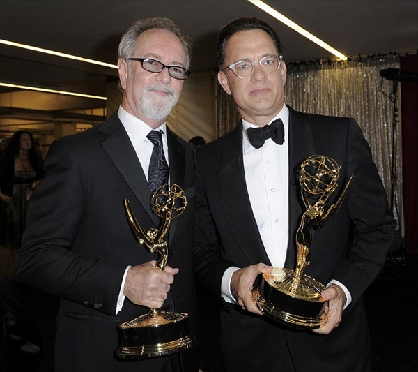 emmy_tom_hanks_gary_goetzman_john_adams.jpg