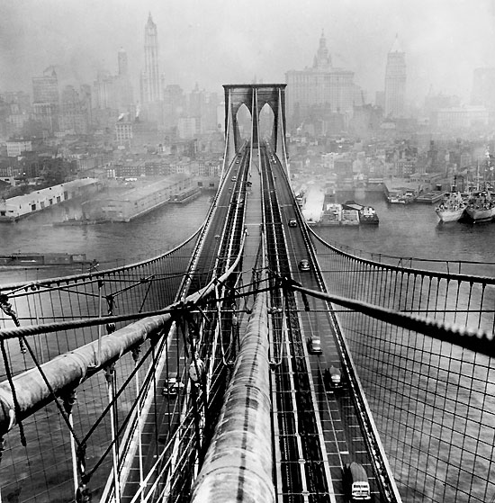 arthur_leipzig_brooklyn_bridge_1946.jpg