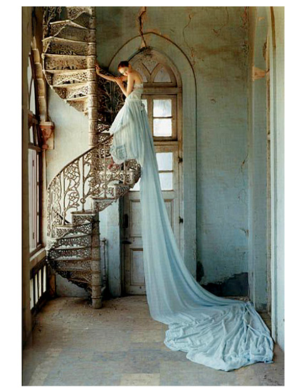 fashion_camera_work_tim_walker_lily_cole_and_spiral_staircase.jpg