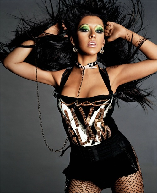 christina_aguilera_viva_glam_photoshoot01.jpg