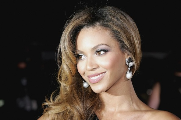 Beyonce Knowles becomes Sasha Fierce