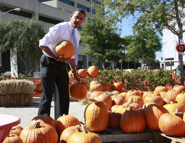 halloween_barack_obama_pumpkins.jpg