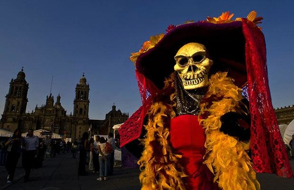 halloween_day_of_the_dead_mexico_zocalo_square.jpg