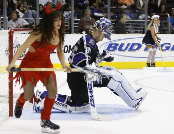 halloween_nhl_hocke_game_losangeles_kings_vancouver_canucks.jpg