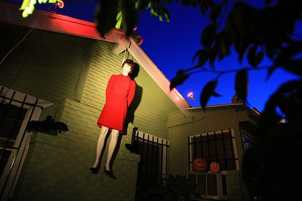 halloween_west_hollywood_mccain_palin_mannequin.jpg