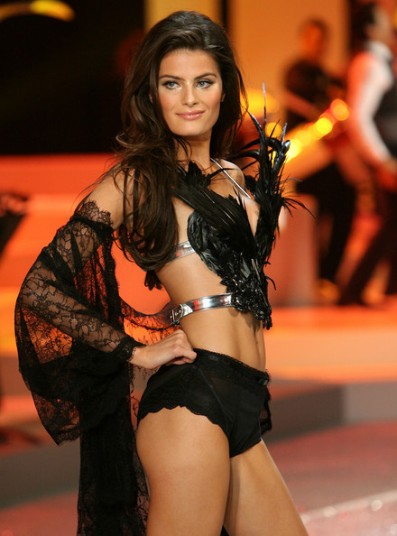 victorias_secret_fashion_show2008_isabeli_fontana01.jpg