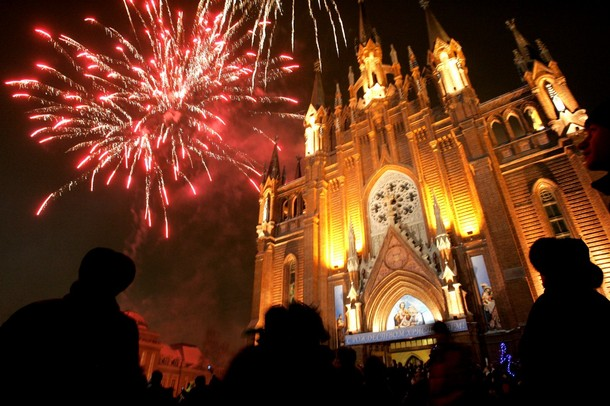 christmas_fireworks_cathedral_of_virgin_mary_moscow.jpg