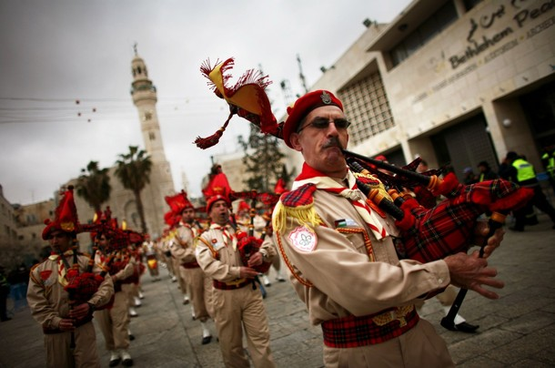 christmas_palestinian_scouts_outside_church_of_nativity_bethlehem.jpg