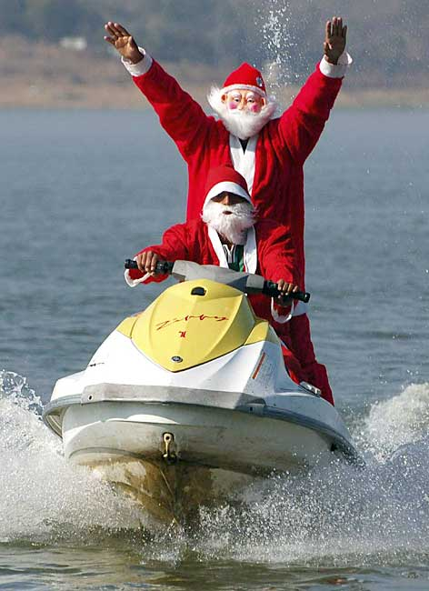 christmas_santa_water_scooter_bhopal_india.jpg