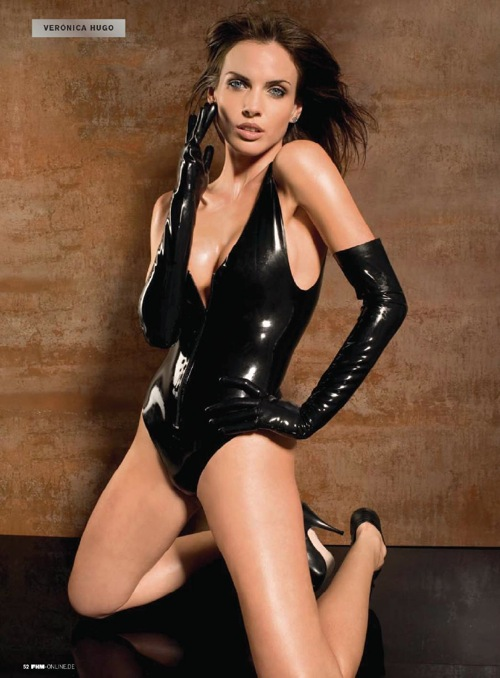 victoria_hugo_fhm_germany_1208_03.jpg