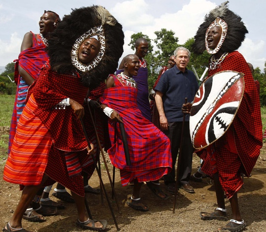 george_w_bush_with_african_warriors_maasai_girls_school_arusha_tanzania.jpg