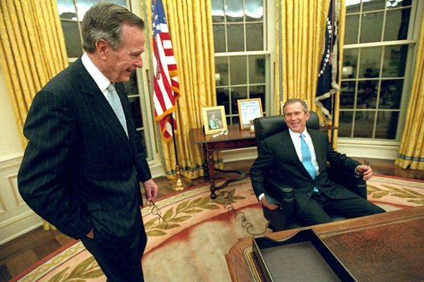 george_w_bush_with_dad_oval_office.jpg
