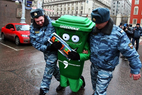greenpeace_protest_moscow.jpg