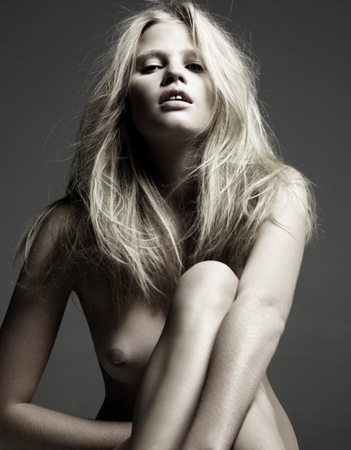 lara_stone_hedi_slimane_lara_by_night01.jpg