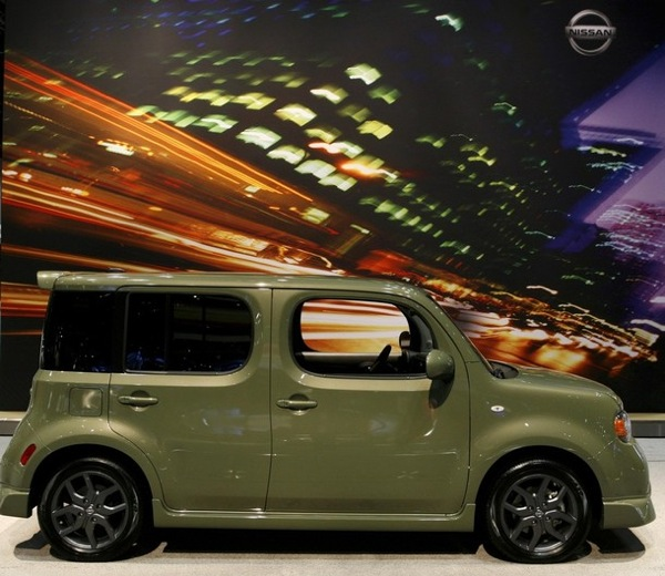 chicago_auto_show_nissan_cube.jpg