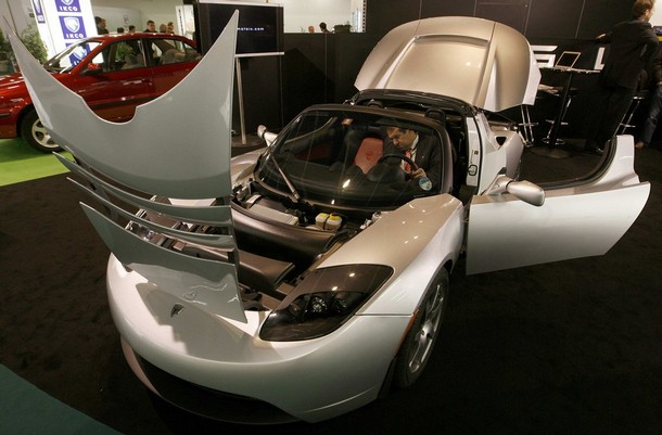 geneva_motor_show_tesla_roadster_battery_powered.jpg