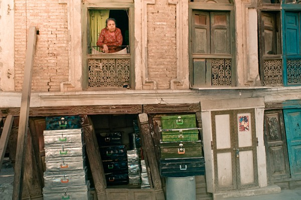 nepal_kathmandu_old_woman_and_the_stuff_IMG_9757.jpg