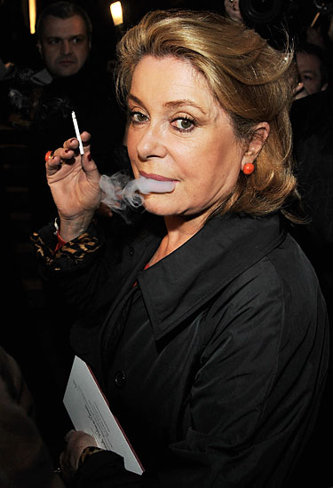 yves_saint_laurent_catherine_deneuve.jpg