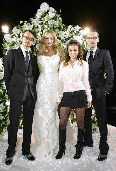 viktor_rolf_h_and_m_with_raquel_zimmerman_and_carmen_electra.jpg