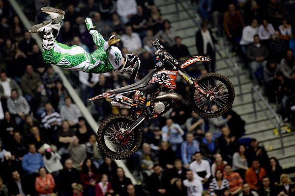 sport_freestyle_motocross_world_championship_night_of_the_jumps_in_berlin.jpg