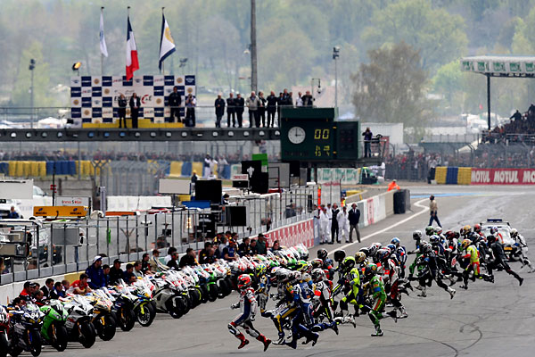 sport_le_mans_24_hours_race_motorcycles_start.jpg