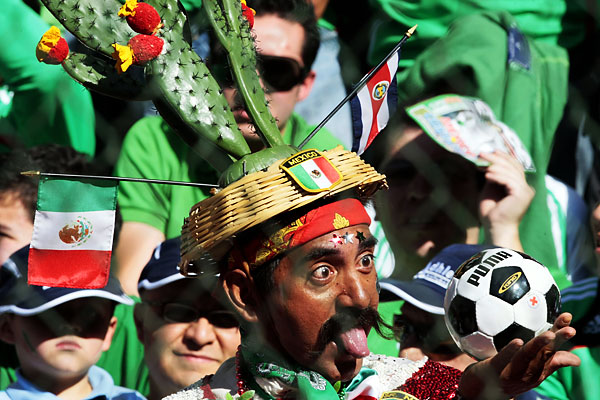 sport_mexican_fan_wm_qualification_against_costa_rica.jpg