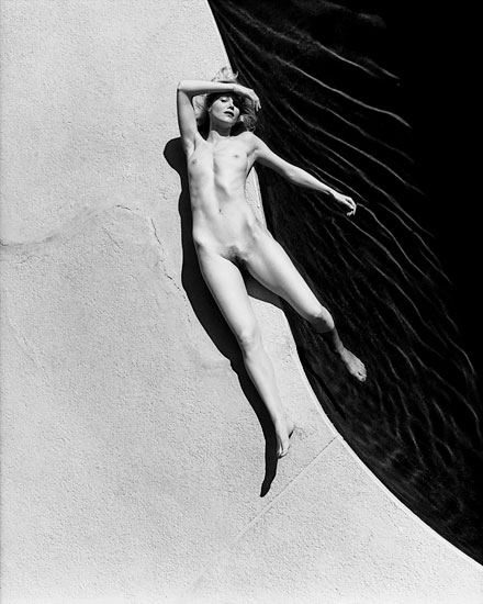 helmut_newton_sumo_big_nudes_serie_from_white_women_1976.jpg