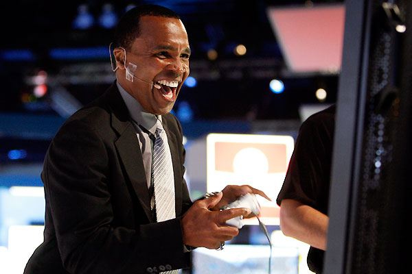 e3_expo2009_07_sugar_ray_leonard_flight_night_round_4.jpg